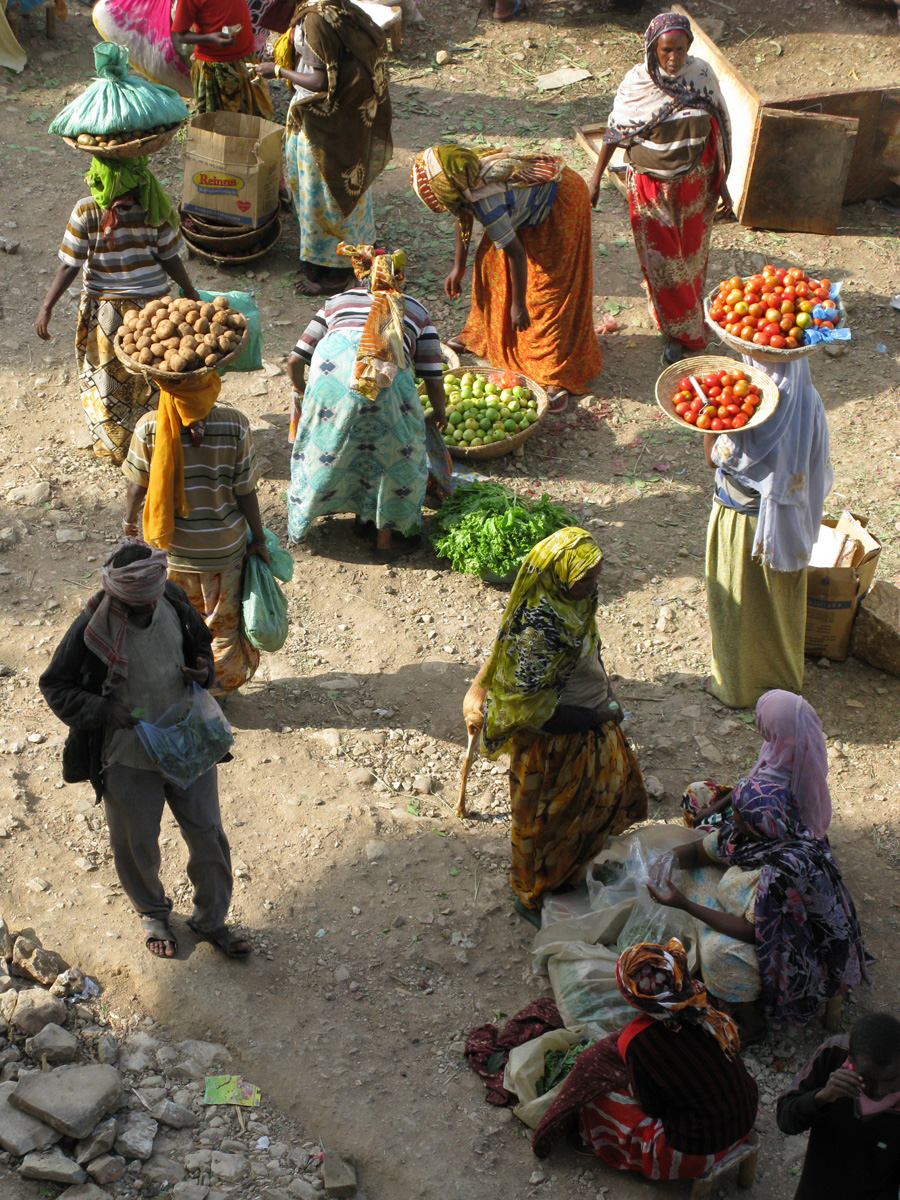 Depuis ma chambre d'hotel j'observe le marché qui bat son plein, Harar